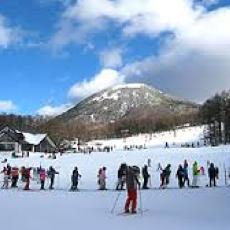 近隣のスキー場で株主優待のリフト券あり! スノーアクティビティ好きに嬉しい特典も